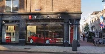 Tesla kroczy nad przepaścią